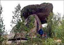 Летучий камень. Фото В.Горшкова 1997г