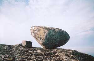 Конусообразный сейд, стоящий вниз вершиной. Фото В.Мизина